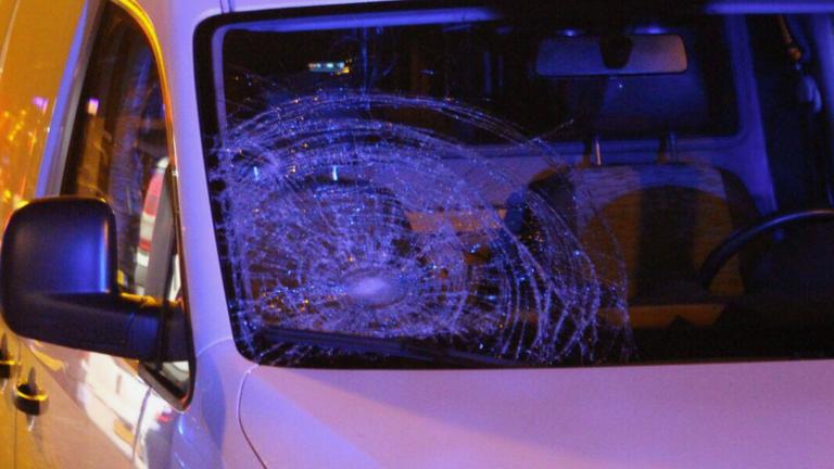 In Erp is maandag rond half zes een vrouw gewond geraakt bij een aanrijding met een auto. Foto: Danny van Schijndel.
