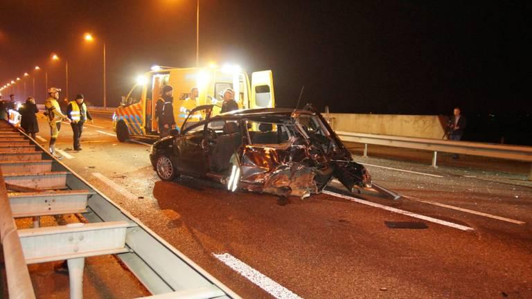 Vier auto's zijn tegen elkaar gebotst (foto: Persbureau Midden Brabant).