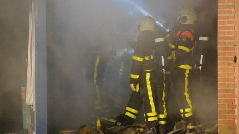 De brand werd rond kwart voor tien gemeld. (Foto: SQ Vision Mediaprodukties)