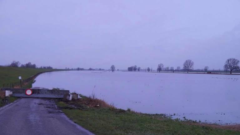 De Zomerdijk is afgesloten. (Foto: FPMB Anja van Beek)