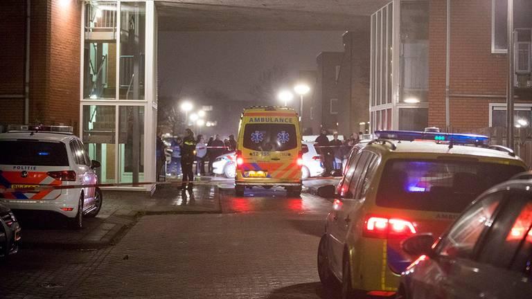 Twee doden in woning Velserbroek (foto: Michel van Bergen)