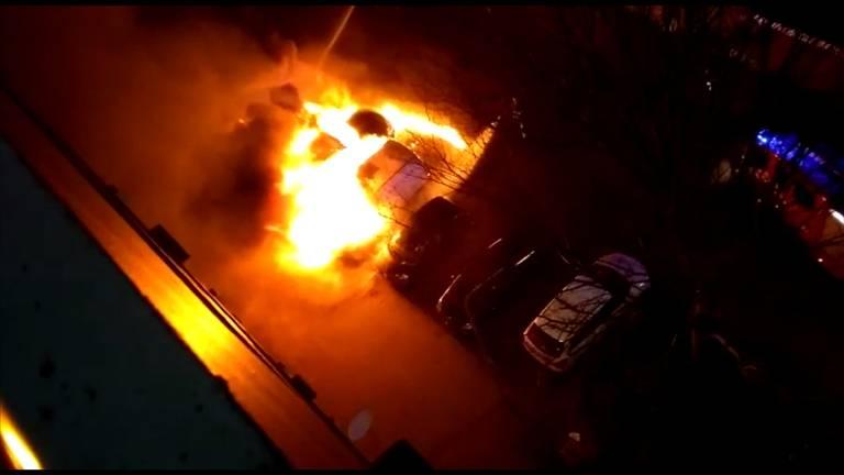 Meerdere auto's vlogen in brand.