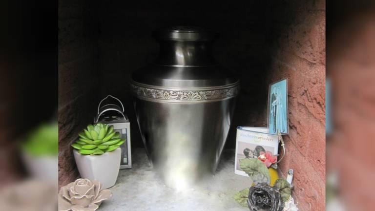 Wie heeft de urn van Riek gestolen? Foto: familie van de Wijgert.