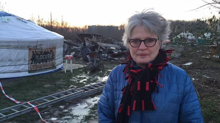 Directeur Bernadette van den Akker bij dat wat er over is van de afgebrande zorgboerderij in Vlijmen. (Foto: Erik Peeters)
