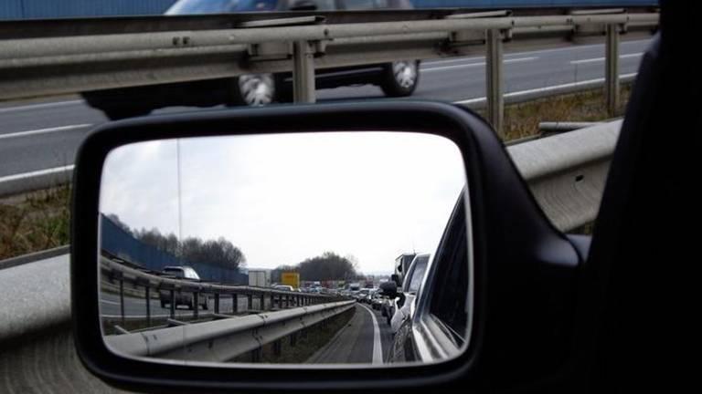 Het is langzaam rijden en stilstaan op de A58. (Archieffoto)