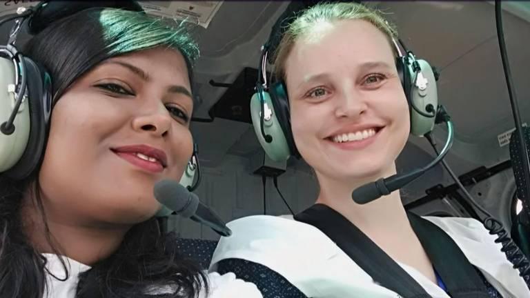 Jessica in een helikopter tijdens haar werk als tropenarts. (Break Free, BNN/VARA)