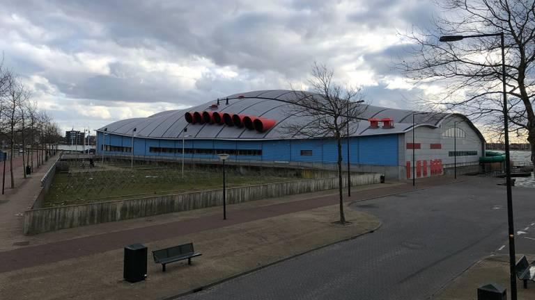 Zwembad De Schelp werd per direct gesloten. (Foto: Tom van den Oetelaar)