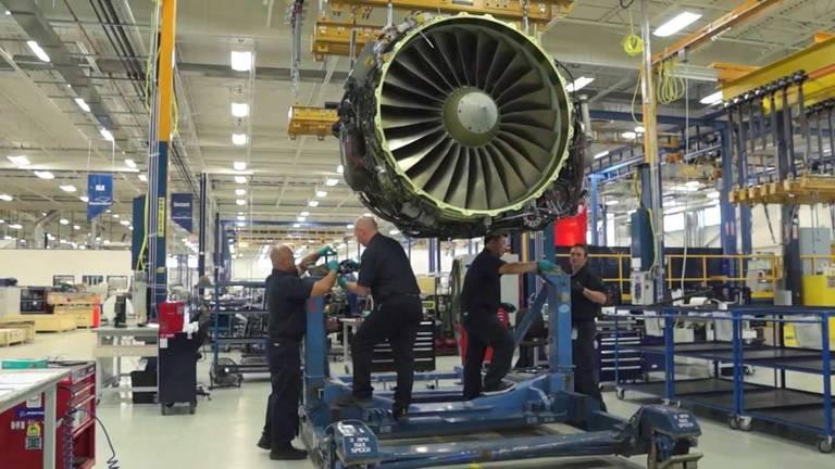 Onderhoud aan vliegtuigmotoren bij StandardAero (foto: Youtube)