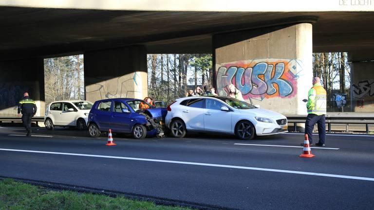Dit ongeluk zorgt voor een lange file op de A67 bij Veldhoven. (Foto: SQ Vision)