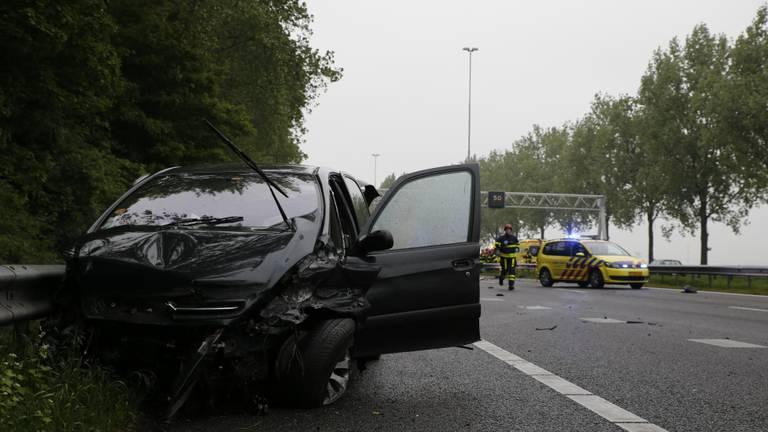 Twee personen kwamen bij het ongeluk om het leven (Foto: Marcel van Dorst/SQ Vision Mediaprodukties).