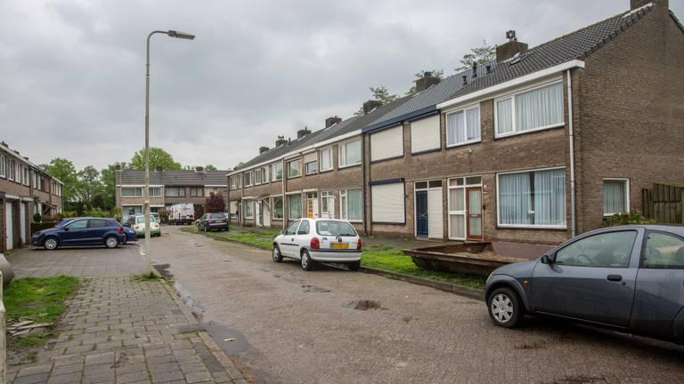 De politie deed een aanhouding in de Van Goghlaan in Roosendaal. (Foto: Christian Traets)