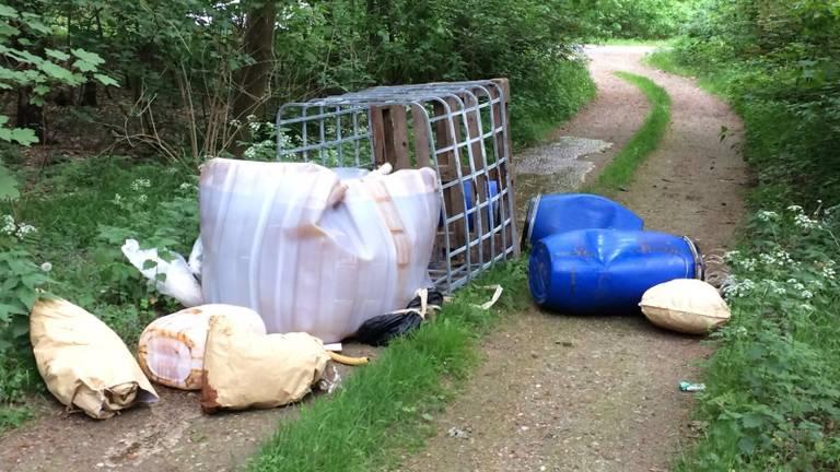Een van de Overijsselse dumpingen op de Holleweg in Bergen op Zoom in 2018 (archief Omroep Brabant)