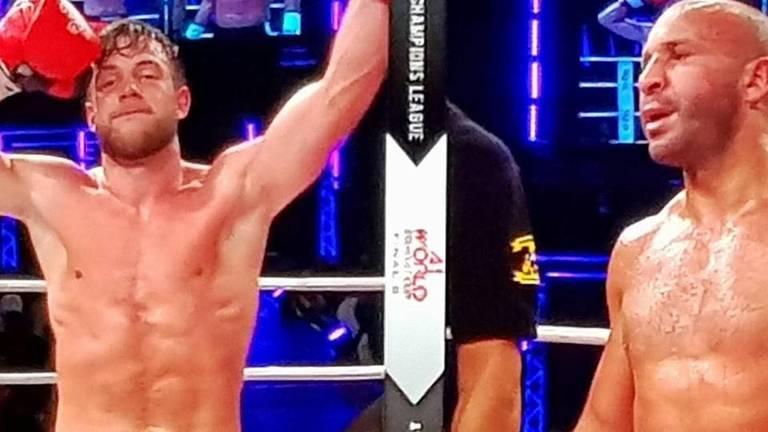 Robbie Hageman wint van Chahid Oulad el Hadj (Foto: Theo Hageman)