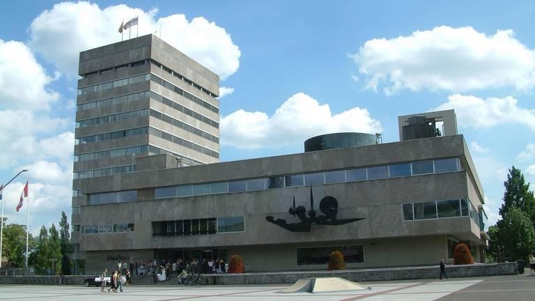 Het stadhuis in Eindhoven. (Foto: Wikipedia)