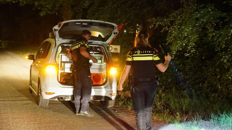 De politie deed onderzoek na de aanrijding. (Foto: Jozef Bijnen)