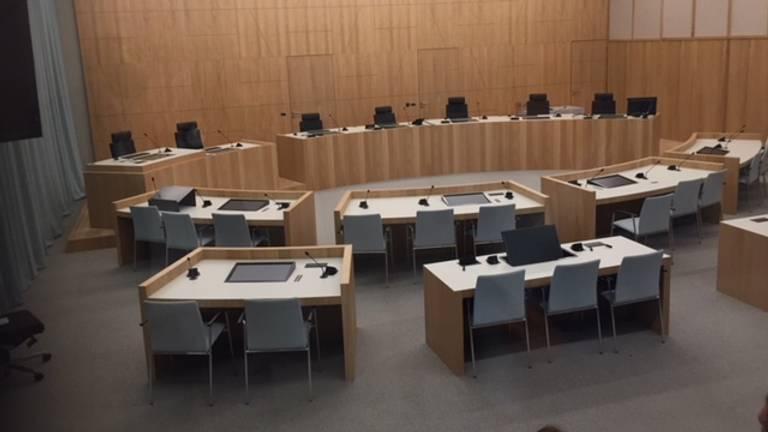 De grote zittingzaal in Breda.