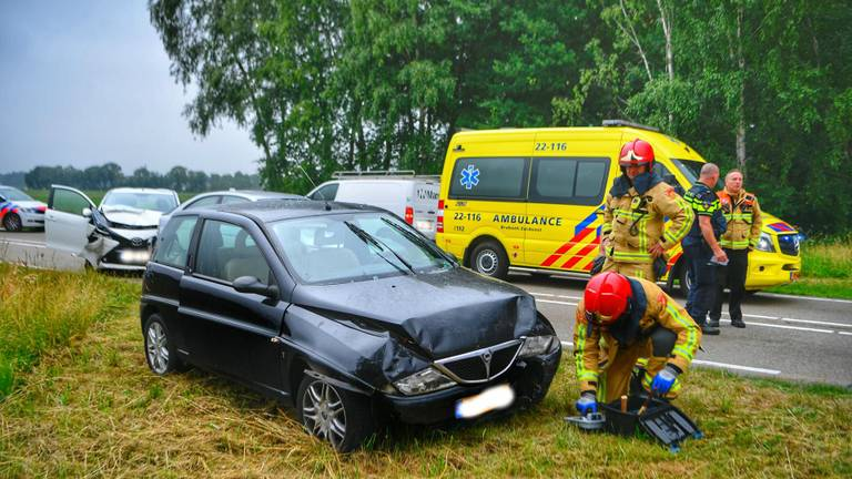 Een persoon raakte gewond en moest naar het ziekenhuis. (Foto: Rico Vogels / SQ Vision)