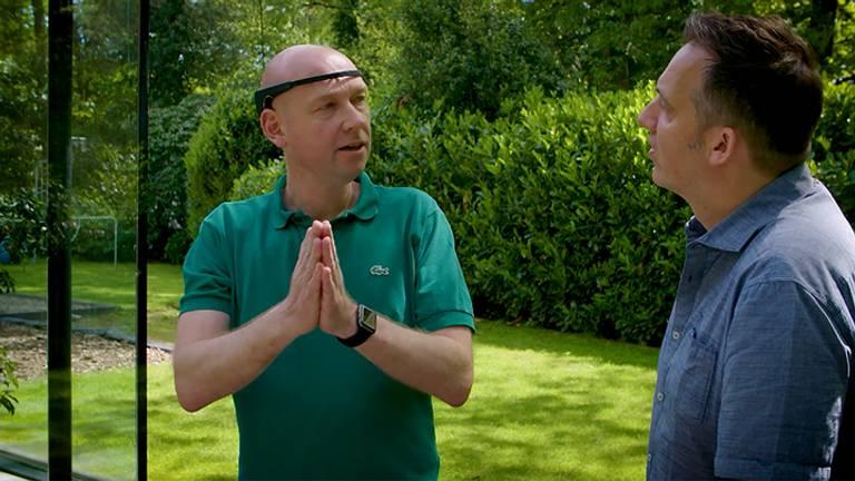 Peter van Eijndhoven legt aan Merlijn Passier uit waarom hij alles meet. Foto: Brabant 2050