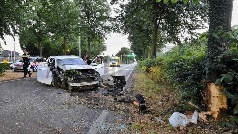 Drie gewonden bij ongeval op de Ringbaan-Zuid in Tilburg. (Foto: Toby de Kort)