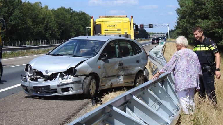Op de weg gebeurde rond halfeen een ongeluk. (Foto: Jozef Bijnen)