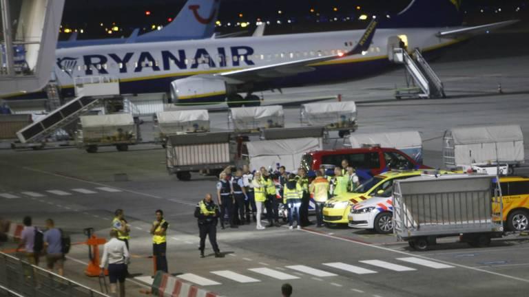 Hectiek bij het vliegtuig (foto: Arno van der Linden/SQ Vision)