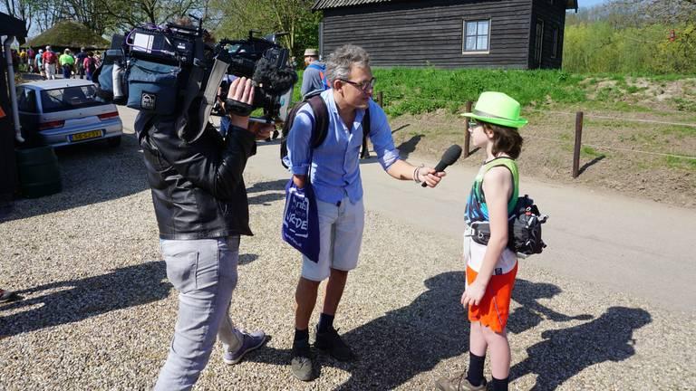 Thomas wordt in aanloop naar de Vierdaagse al geïnterviewd (foto: Mark Overdijk).