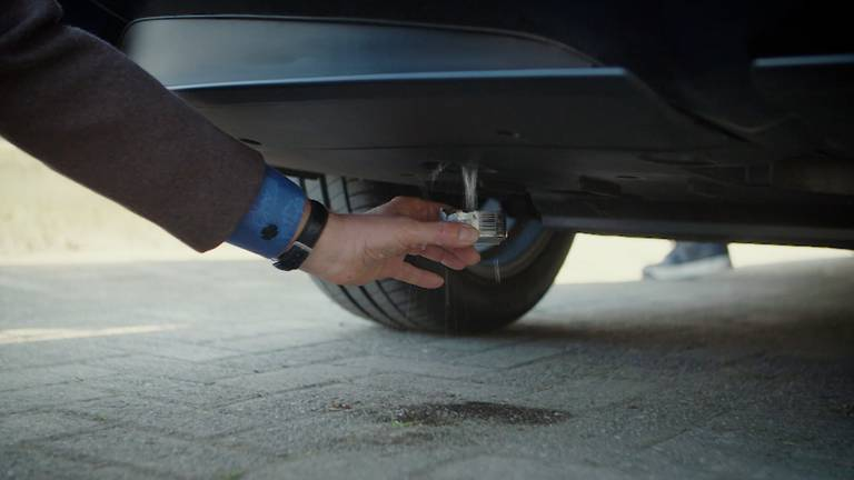 Water dat je kan drinken komt uit de uitlaat van een waterstofauto. (Foto: Brabant 2050)