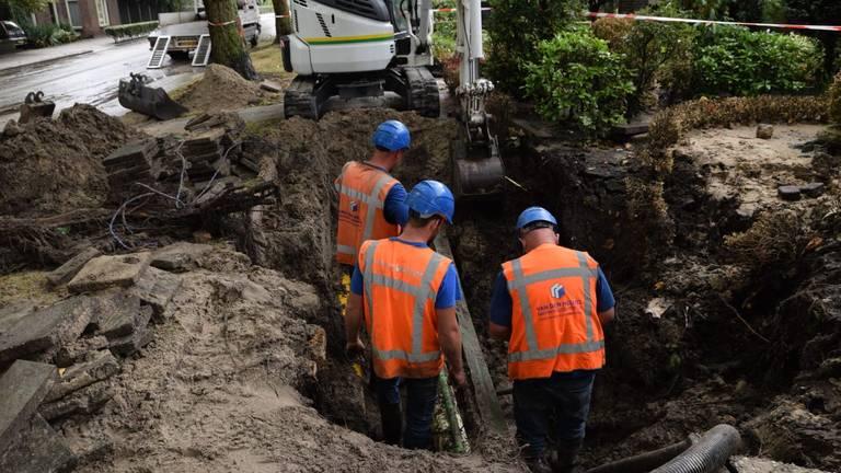 De omvang van het sinkhole in Goirle is na afloop goed zichtbaar (Foto: Toby de Kort).