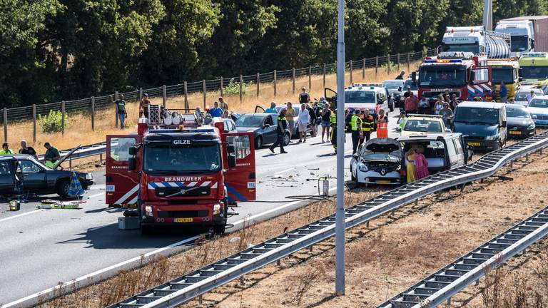 Bij het ongeluk op de A58 kwam een man om het leven (foto: Jack Brekelmans/Persburo BMS).