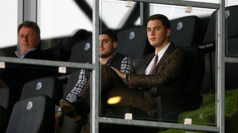 Kakhi Jordania op de tribune bij FC Den Bosch (foto: HollandseHoogte).