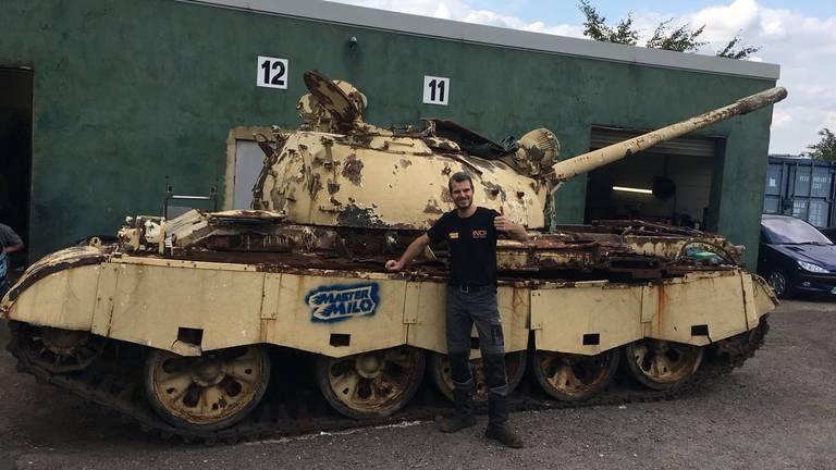 YouTube-ster Mastermilo uit Baarle-Nassau kocht een Engelse tank.