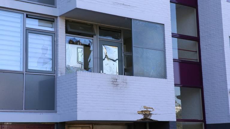 Flinke schade aan de flat in Best. (Foto: Sander van Gils)