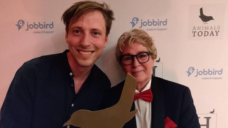 Joris van Egmond en Margreet Steendijk met De Gouden Vogel