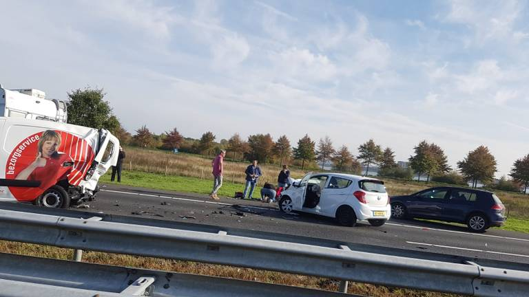 A73 tijdelijk gesloten in verband met aanrijding (Foto: SK-Media)