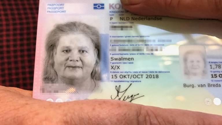 Leonne is de eerste met een X in een genderneutraal paspoort. (Foto: Jan Waalen)