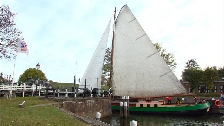 Prachtige historische boten in Steenbergen. (foto: Omroep Brabant).