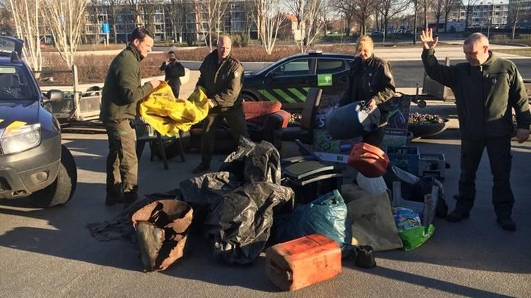 Boze boswachters dumpten in april afval bij het provinciehuis