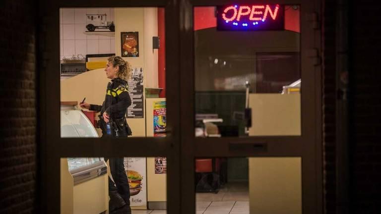 Politie doet onderzoek na overval in Nuenen (foto: Sem van Rijssel/SQ Vision Mediaprodukties).