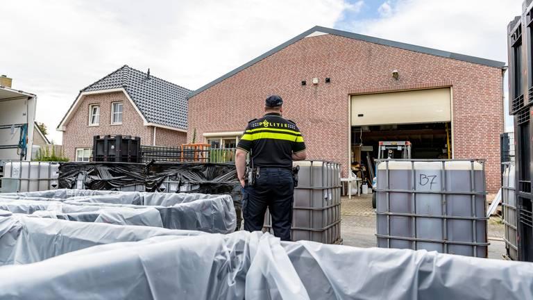 De ontmanteling van het drugslab in Lage Zwaluwe. (foto: SQ Vision)