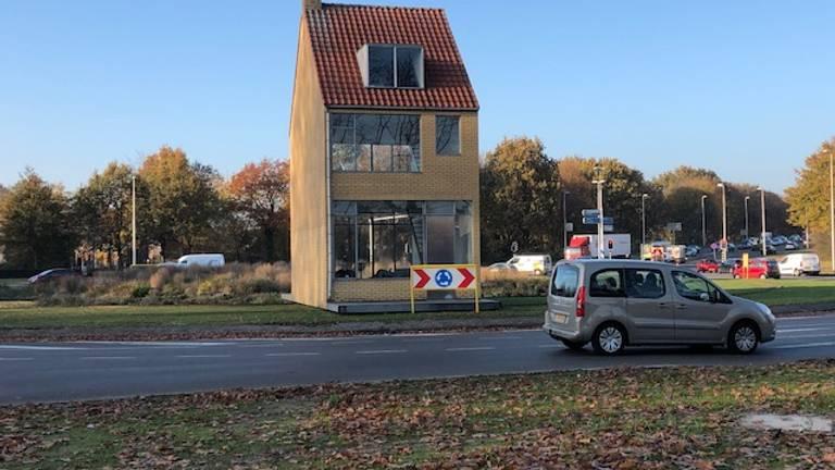 Het draaiende huis in Tilburg is kapot (Foto: Jan Waalen)