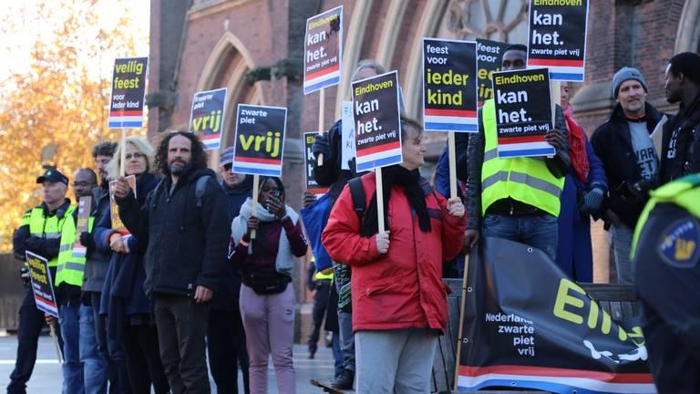 Demonstranten tegen Zwarte Piet in 2018 (foto: Danny van Schijndel, 112Nieuwsonline).