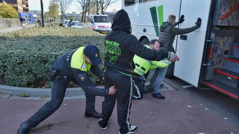 De demonstranten worden opgepakt.