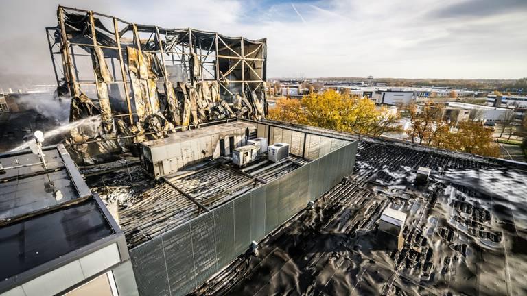 Dak van het pand gesmolten (Foto: Sem van Rijssel)