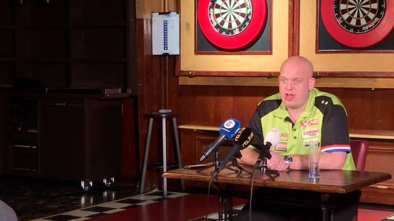 Michael van Gerwen tijdens het persmoment in café Den Braai