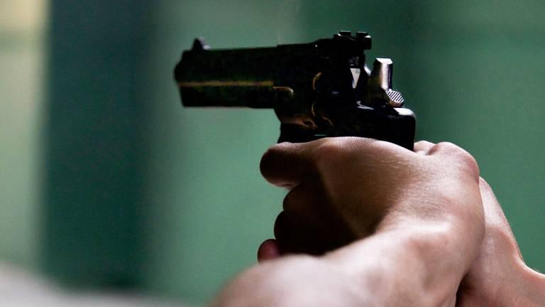 De man trok ineens een vuurwapen en schoot. (Archieffoto)