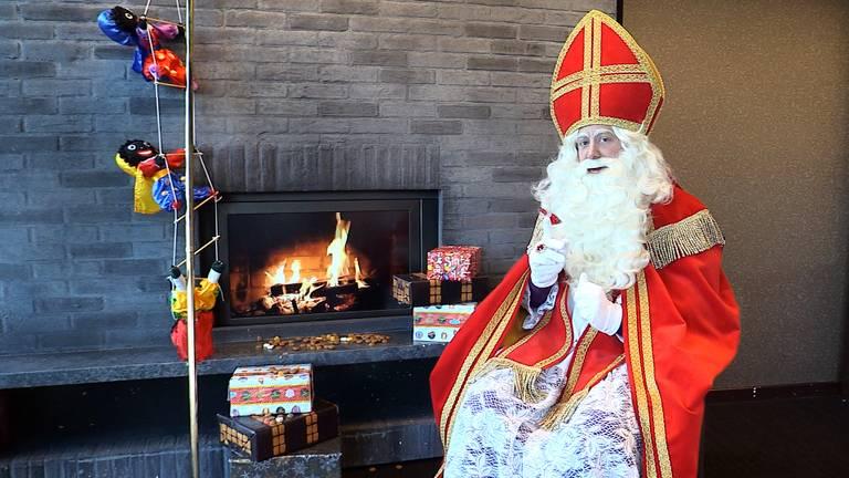 De Sint neemt de tijd om alle vragen van de kinderen te beantwoorden