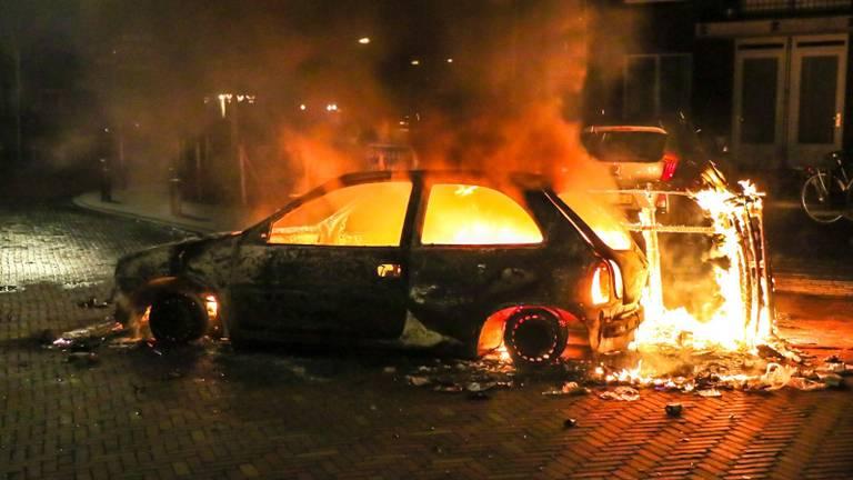 Auto in de fik in Veen. (Foto: Jurgen Versteeg / FPMB)
