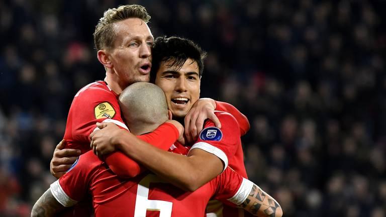 Luuk de Jong, Angeliño en Erick Gutiérrez juichen om een doelpunt. (Foto: VI Images)