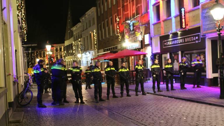 Veel politie op de been bij de Graanbeurs in Breda. (Foto: GinoPress)