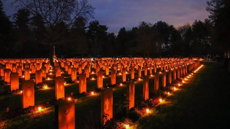 Ruim 2400 kaarsjes branden in Bergen op Zoom. (Foto: Toby de Kort/De Kort Media)